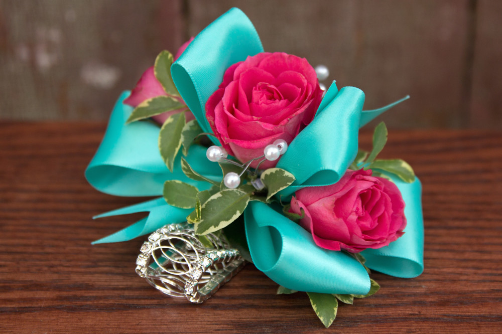 Triple spray rose wrist corsage ludemas triple mightylinksfo